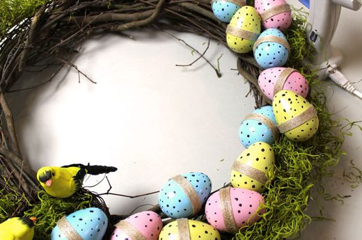 Glue the Eggs to the Wreath